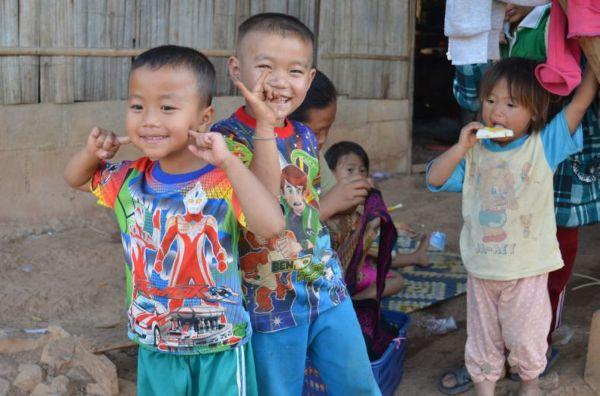 Ciekawskie dzieciaki z plemienia Moon