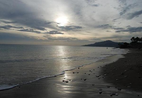 11 kilometrowa plaża w Negrilu, położona na zachodnim krańcu Jamajki. Przyczółek hedonizmu, zakątek nudystów, słońca i grzechu.