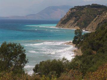 Dzikie plaże Albanii.
