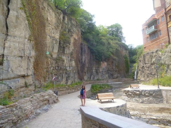 Niezwykły wąwóz i wodospad w centrum Tbilisi.
