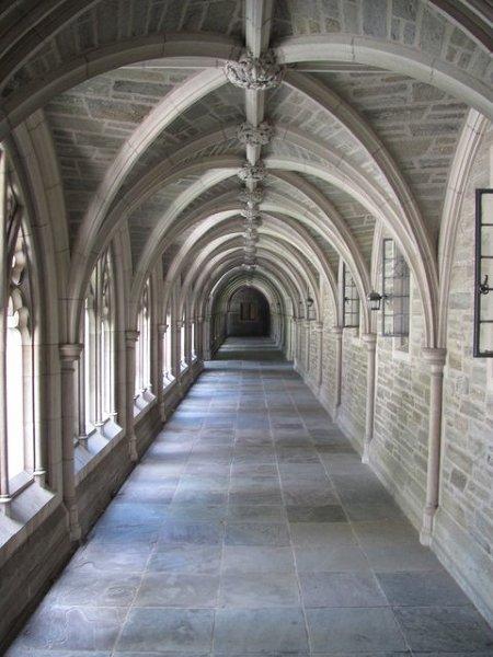 Krużganki w jednym z budynków Princeton University