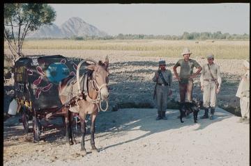 John z afgańskimi żołnierzami