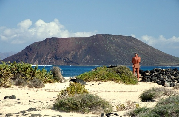 Turysta na plaży NIE dla nudystów, Corralejo, Fuerteventura