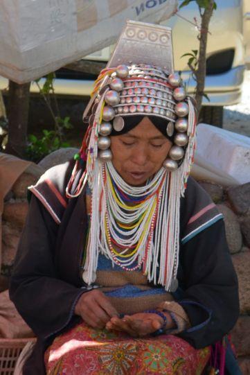 Kobieta z plemienia Akha w tradycyjnym stroju