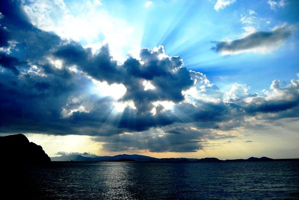 zachodzące słońce nad Komodo