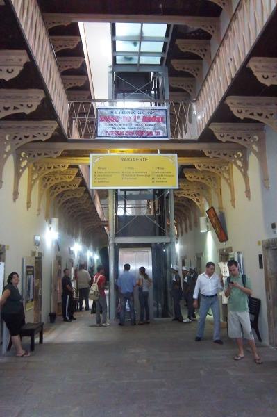 Recife, Casa da Cultura: stare więzienie przekształcono w targ rękodzieła.