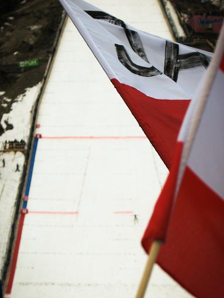 Polskie flagi to bardzo częsty widok w Planicy