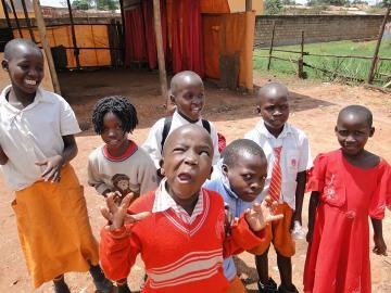 Dzieci ze szkoły w slumsach
