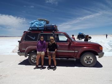 Twardzielki na pustyni solnej.