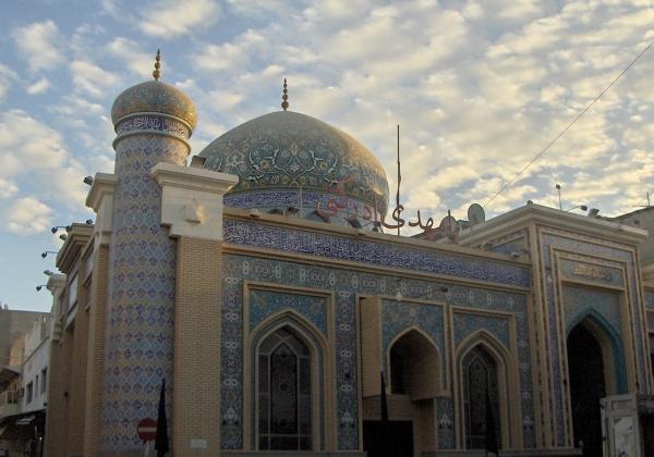 Bahrajn jest wyjątkowym krajem muzułmańskim gdyż jest tam przeważająca grupa szyitów i również spora sunnitów, dzięki czemu możemy podziwiać meczety zarówno szyickie jak i sunnickie.