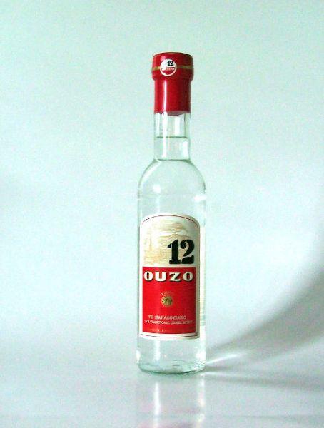 Ouzo, grecka wódka o anyżowym smaku
