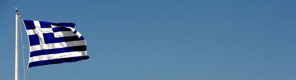 Grecka flaga na szczycie wzgórza Acropolis