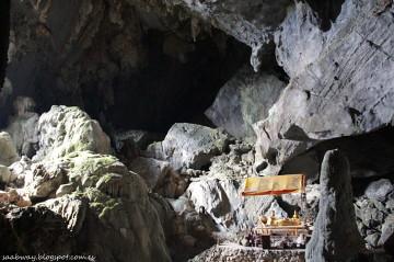 Dla tych, którzy nie wzięli latarki tutaj kończy się wędrówka po jaskini Poukham.