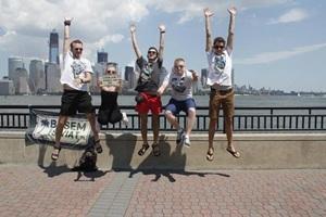 Karol wraz z przyjaciółmi w USA.Od lewej: Karol Lewandowski, Aleksandra Ślusarczyk (Alex), Wojtek Lewandowski, Kuba Zyskowski, Wojtek Kocoń (Paziu).