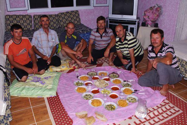Posiłek na podłodze
