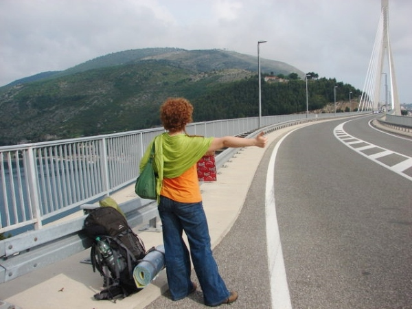 Zdjęcia bohaterek artykułu o bezpieczeństwie podczas samotnej podróży