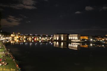 Piękna Tuluza nocą, niezapomniana energia miasta i jego mieszkańców.