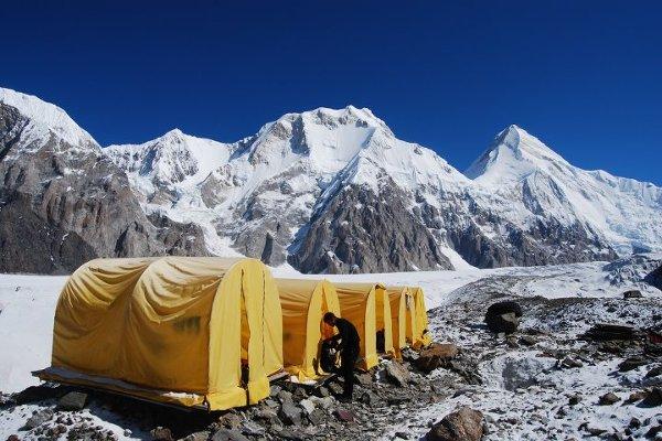 Azja, Kirgistan widok na bazę pod szczytem Chan Tengri.