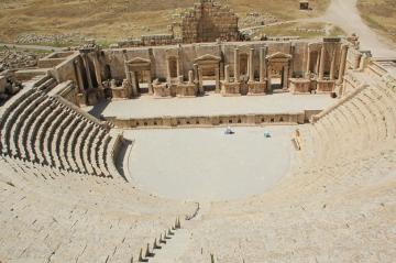Rzymskie miasto Jerash - teatr zbudowany w I w, mógł pomieścić 5000 oso