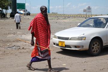 Masajskiego wojownika można spotkać także w mieście