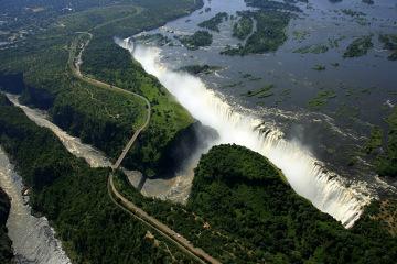 Widok z lotu ptaka na Wodospady Wiktorii – Zimbabwe