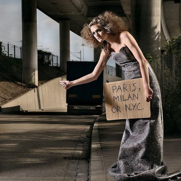 Kciuk kciukowi nierówny – autostopowe porady