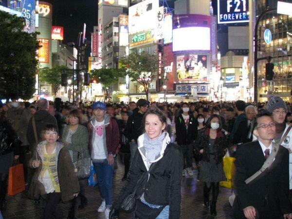 Zatłoczona Shibuya nocą