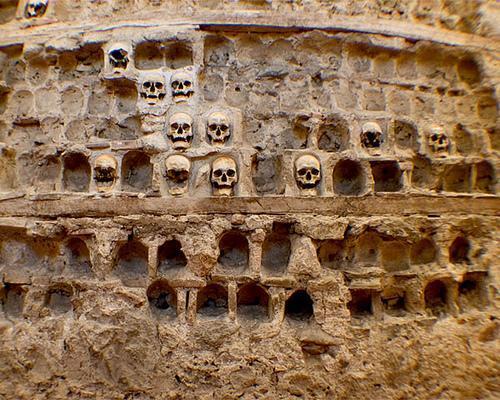czy czaszki zabitych mogą zniechęcić do powstania?
