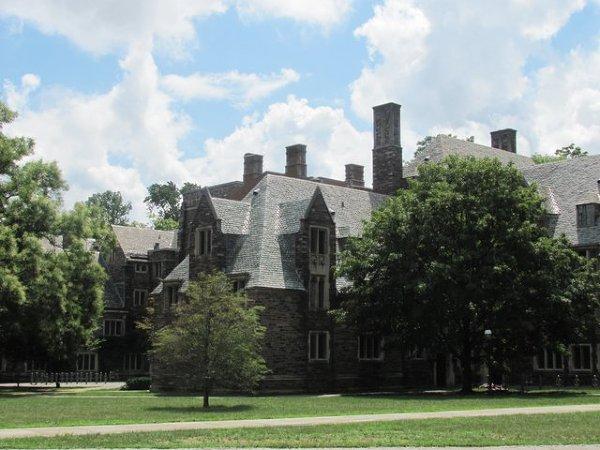 Przystanek w drodze do NYC. Princeton - małe miasteczko z bardzo znanym uniwersytetem. Pojawia się wrażenie, że jest tu znajomo. Europejsko?