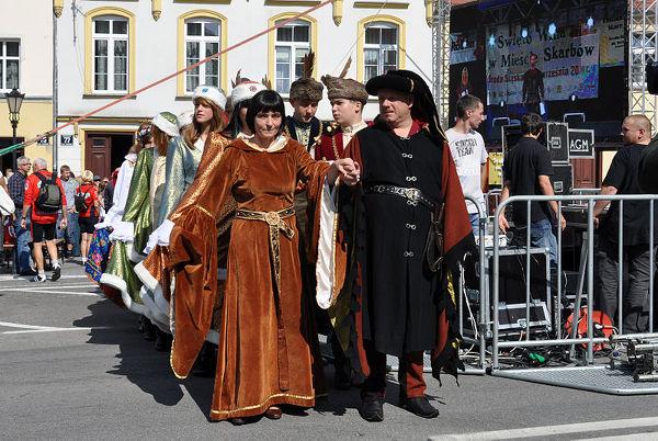 Korowód otwierający Święto Wina w Mieście Skarbów – Środzie Śląskiej