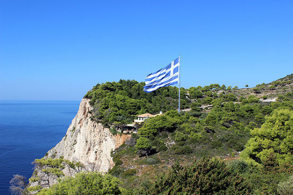 Flaga grecka w pobliżu Keri
