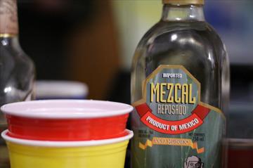 Mezacal - popularny alkohol w Meksyku.