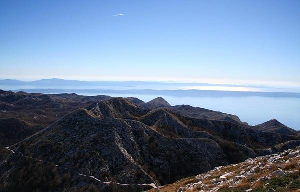 Widok ze szczytu Sveti Jure na chorwackie wyspy.