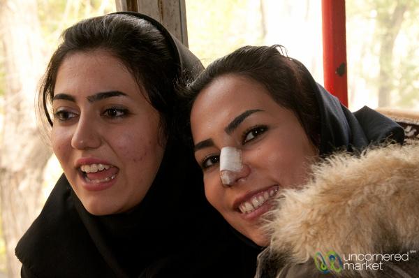 W Iranie plaster po operacji nosa jest symbolem statusu.