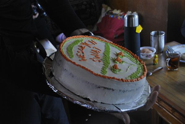 Nagroda w konkursie na najładniejszą pisankę, prawdziwy tort upieczony na 4300 m