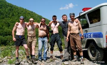 Wspólne zdjęcie z policjantami z Lentheki