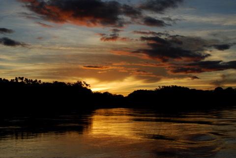Zachód słońca na Manu