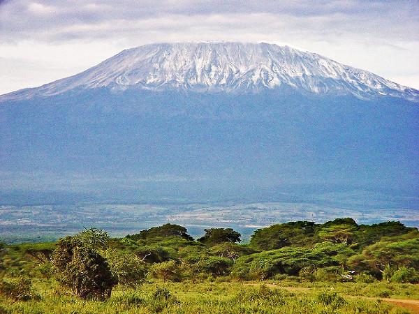 Kilimandżaro. Zdjęcie zostało zrobione w Arushy, 4 kwietnia, 2005.