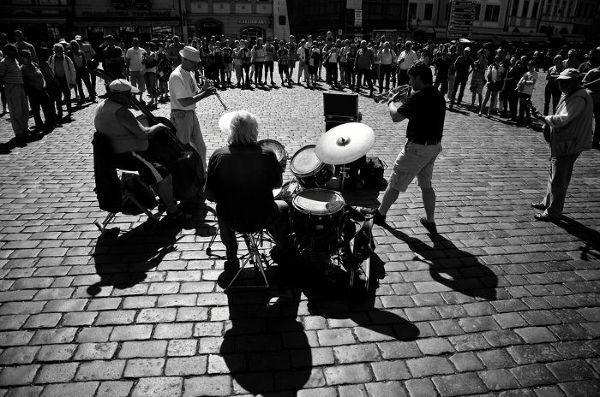 Na praskich ulicach panuje niepowtarzalny klimat, o czym specjalnie przekonywać nie trzeba