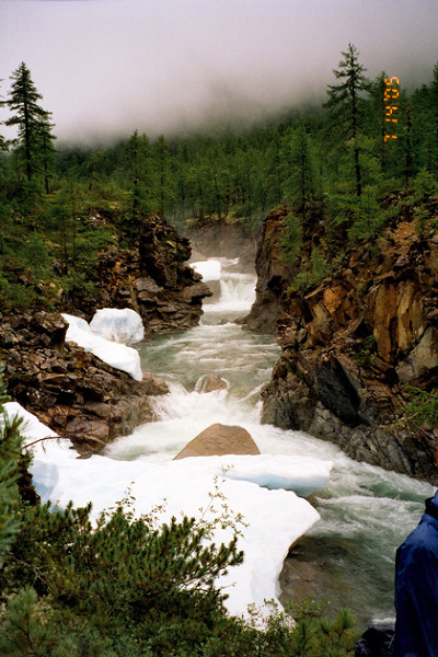 W drodze do łagru w Marmurowym Wąwozie w dolinie rzeki Sakukan – Góry Kodar – Syberia