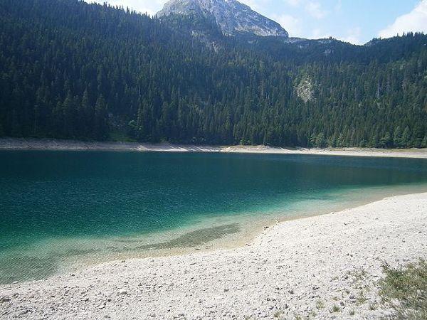 Jezioro Czarne w Parku Narodowym Durmitor