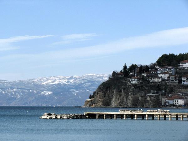 Ochryd, starożytne miasto, kolebka naszej cywilizacji, miejsce powstania głagolicy i cyrylicy. Położone nad pięknym Jeziorem Ochrydzkim, wpisanym na listę UNESCO - miejsce zamieszkania ok. 30 tys. gatunków endemicznych.
