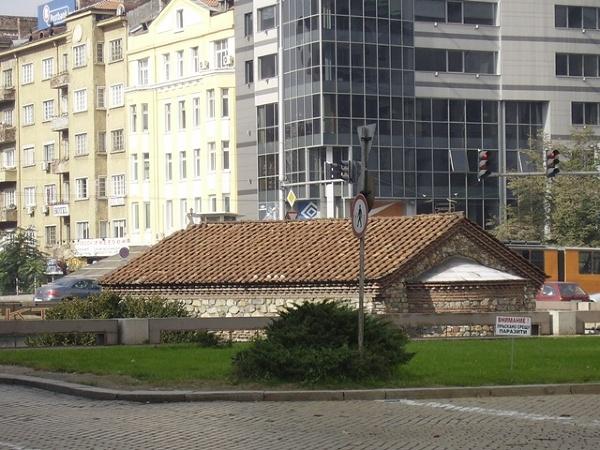 Sofia - cerkiew sw. Petka w samym sercu miasta