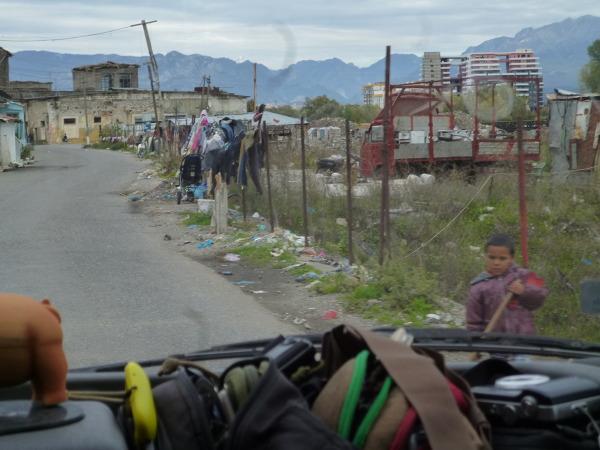 Albania funkcjonuje zupełnie inaczej niż reszta kontynentu.Zdjęcie przedstawia przedmieścia Szkodry.
