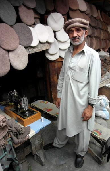 Gilgit – sprzedawca czapek
