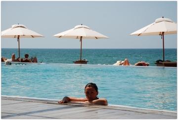 Odpoczywając na urlopie w jednym z kurortów w Abu Dhabi