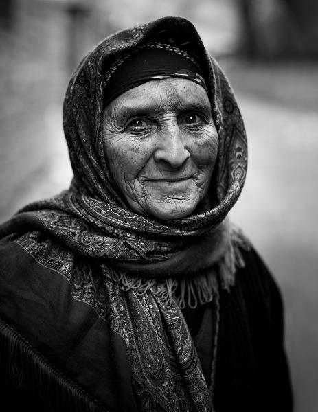 Kobieta z górskiej wioski Lahicz