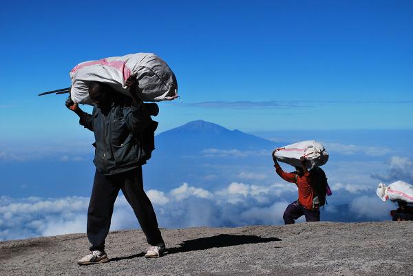 Tragarze po pokonaniu Breakfast Wall, Kilimandżaro