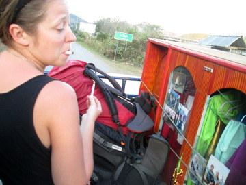 """Ostatni odcinek drogi do Nong Kiau """"na pace"""" w towarzystwie ryżu i szafy"""