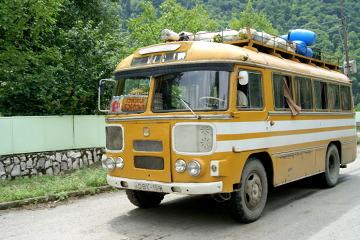 Marszrutka z Mestii, popularny środek transportu w Swanecji
